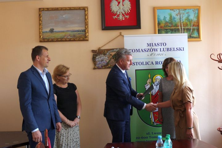 akty nadania 09 Tomaszów Lub.: Nowe nauczycielki mianowane [ZDJĘCIA]