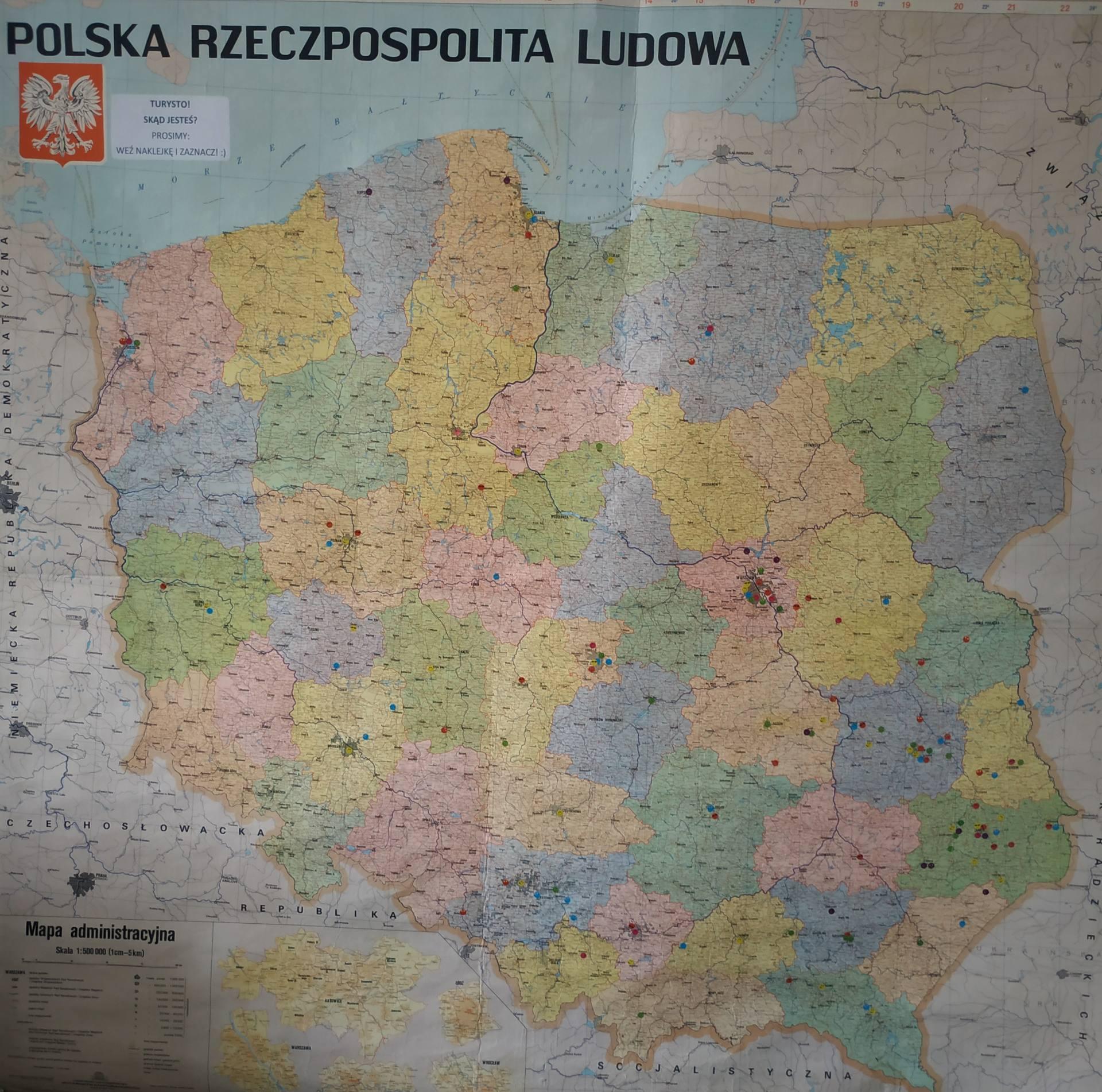 mapa 1000 turystów w Roztoczańskim Muzeum PRL w Zamościu