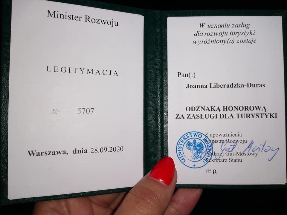 120470051 1727916960708243 9133619564696681207 n Zamościanka uhonorowana medalem za zasługi dla turystyki.