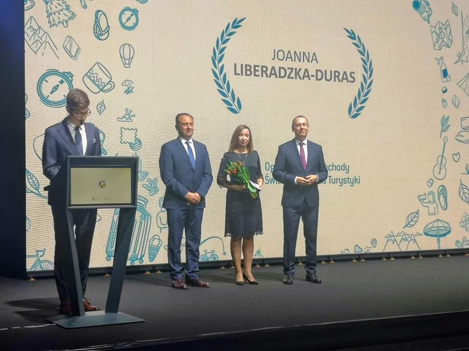 120542430 1727916824041590 8597902113073708669 n Zamościanka uhonorowana medalem za zasługi dla turystyki.