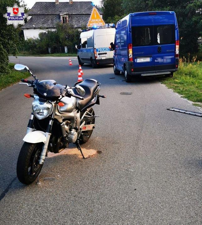 68 174169 Poważny wypadek. Motocyklista uderzył w busa.