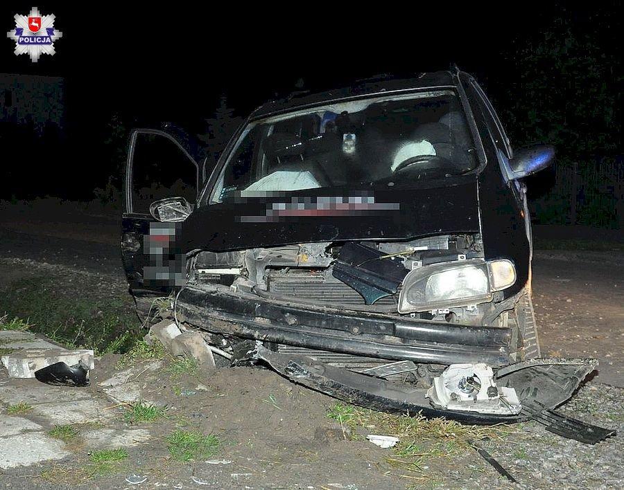 68 174184 31-latek kierując fordem uderzył w betonowy przepust