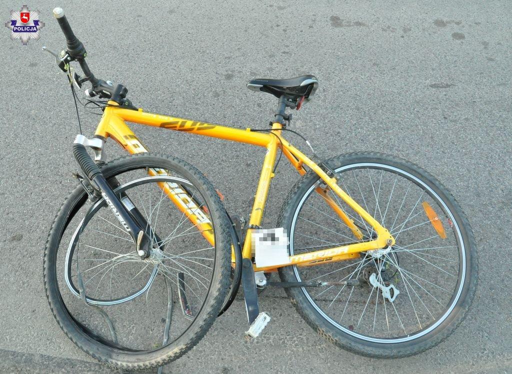 68 175087 Ładunek z ciężarówki spadł na rowerzystę