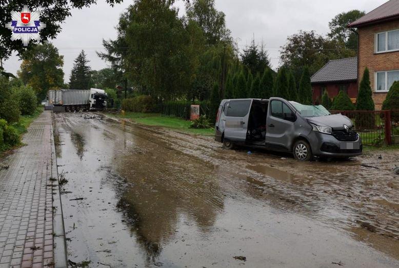 68 175457 Tragedia na drodze, zderzenia busa z ciężarowym Dafem