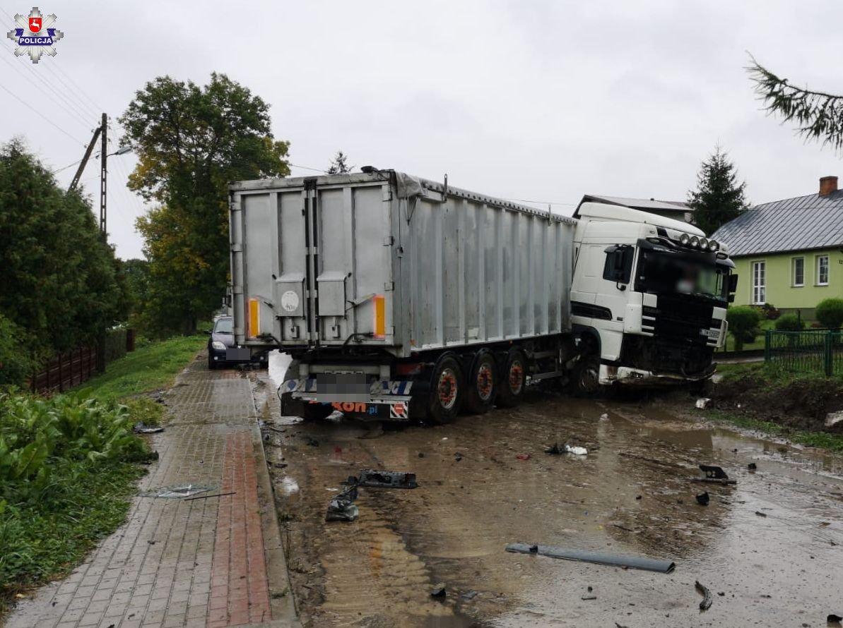 68 175458 Tragedia na drodze, zderzenia busa z ciężarowym Dafem