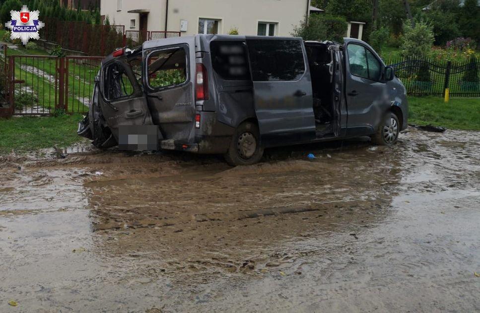 68 175459 Tragedia na drodze, zderzenia busa z ciężarowym Dafem