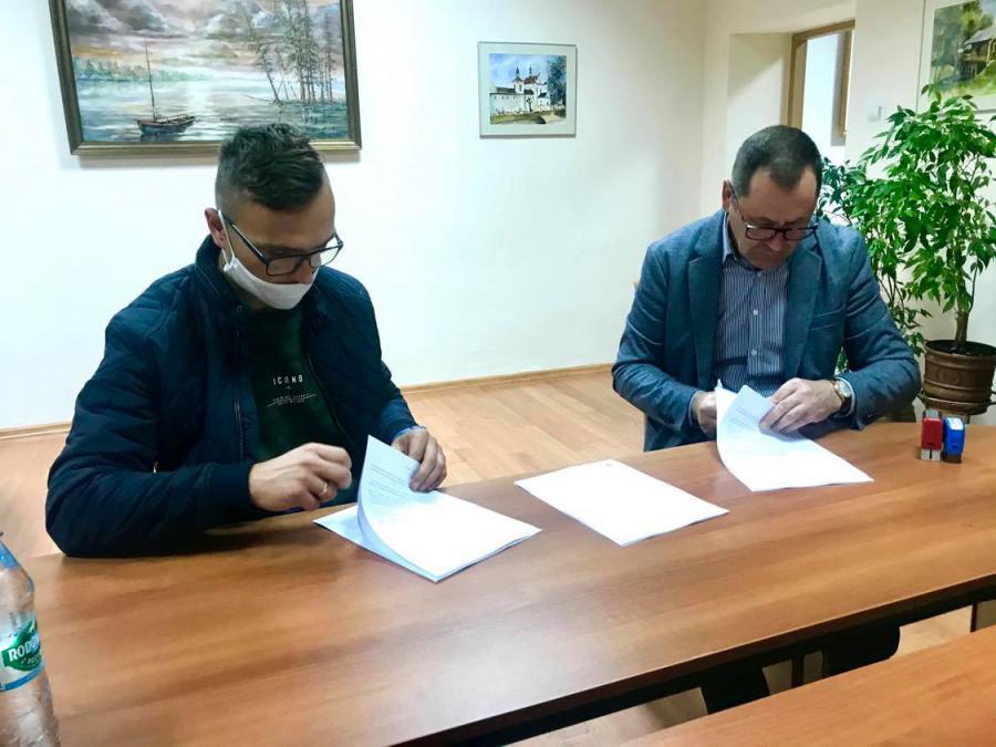 krasnobrod 1 Podpisano umowę na budowę parkingów i chodnika