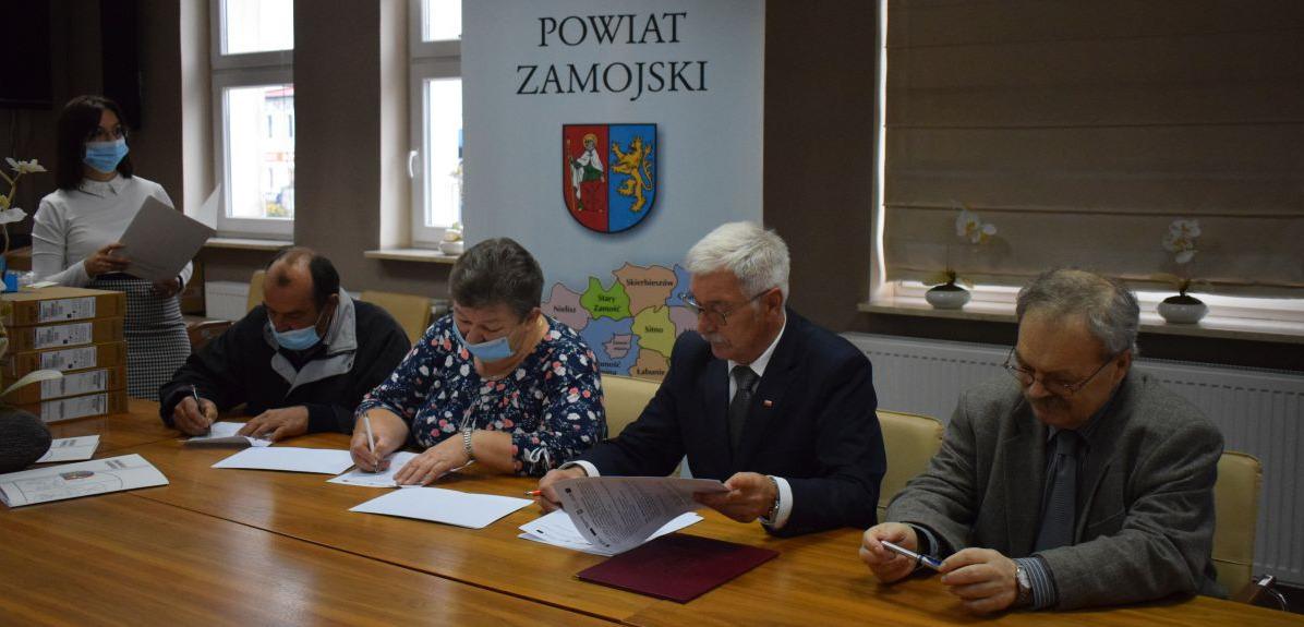 """powiat zamojdki Projekt """"Wsparcie dzieci umieszczonych w pieczy zastępczej w okresie pandemii COVID-19"""""""