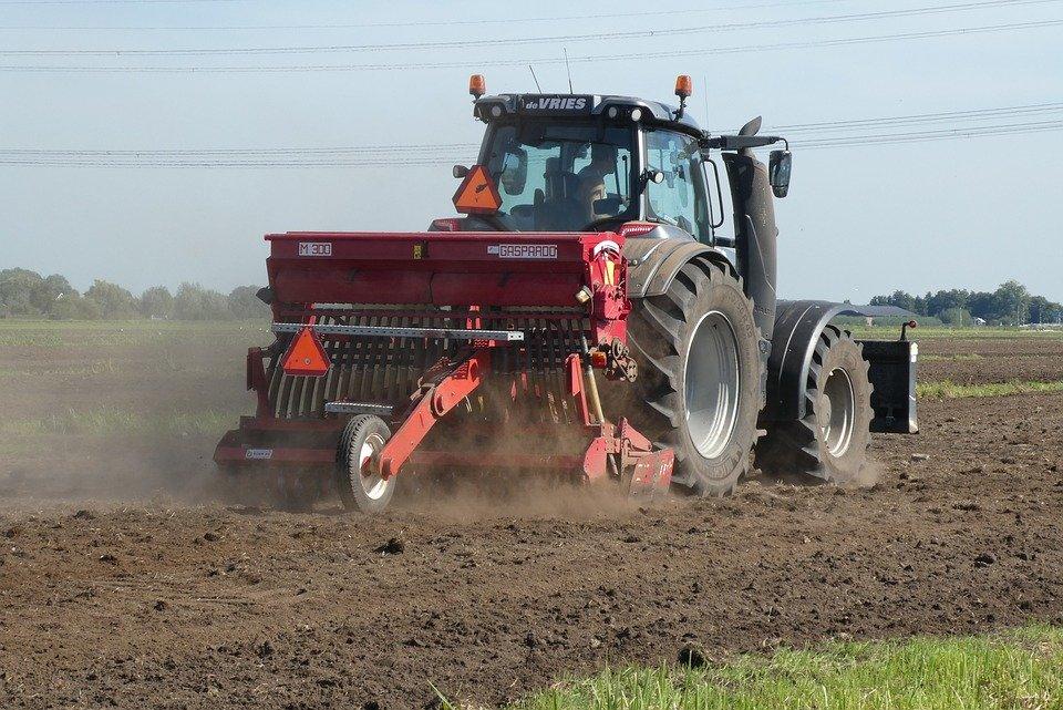 tractor 3859930 960 720 Trwa Powszechny Spis Rolny – najważniejsze badanie statystyczne w tym roku.