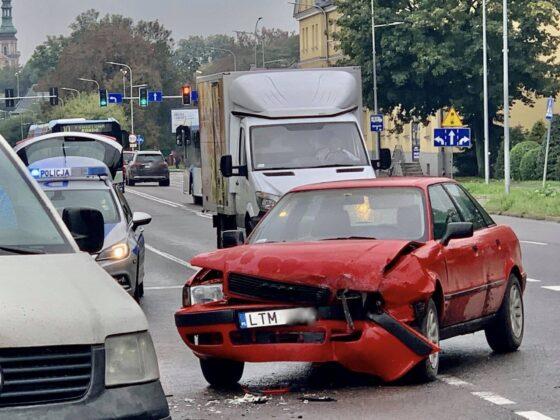 120666251 713349159594636 1286441339962258227 n Z ostatniej chwili! Zderzenie dwóch aut w centrum miasta. Utrudniania dla kierowców.