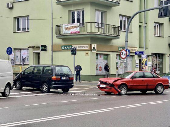 120673381 2768516663252046 5377296219612793166 n Z ostatniej chwili! Zderzenie dwóch aut w centrum miasta. Utrudniania dla kierowców.