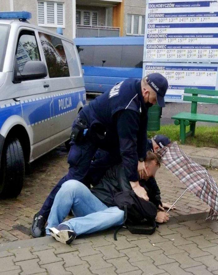 121444229 261747578505657 8270214645956752376 n (AKTUALIZACJA - FILM) Brak maseczki i odmowa przyjęcia mandatu? Zdecydowana interwencja policji.