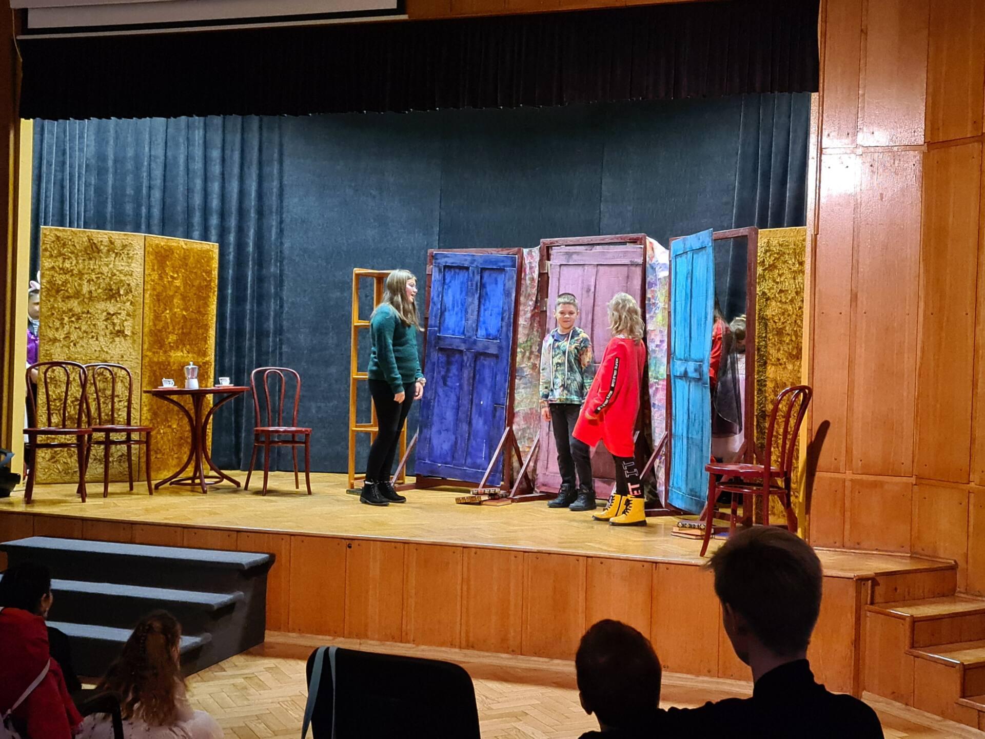 20201020 100215 Zamojskie Premiery Teatralne. Młodzi aktorzy pokazali swoje umiejętności [FOTORELACJA]
