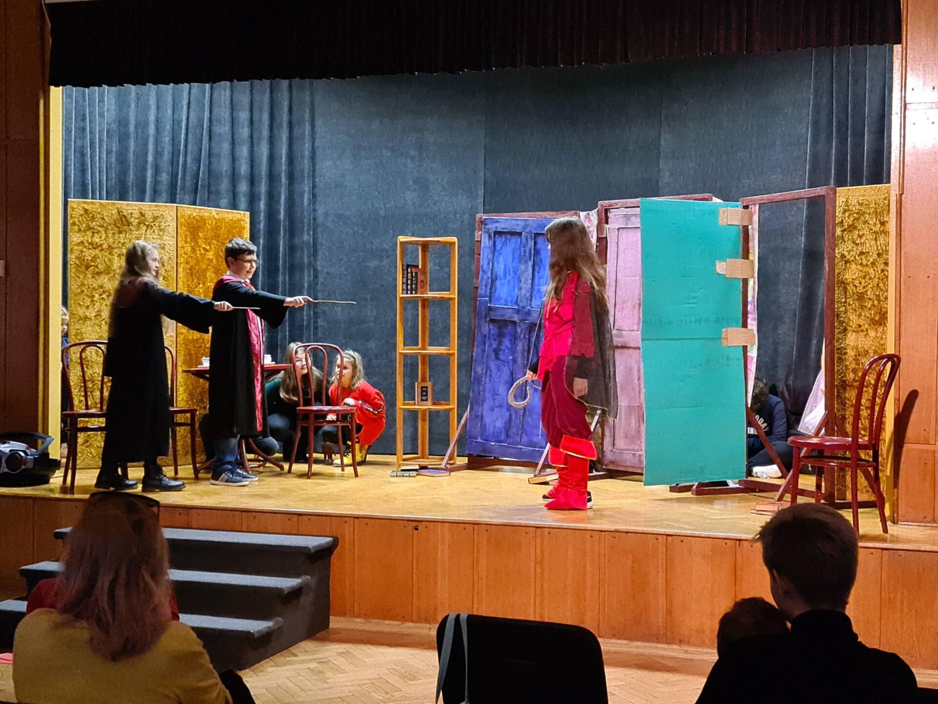 20201020 100957 Zamojskie Premiery Teatralne. Młodzi aktorzy pokazali swoje umiejętności [FOTORELACJA]