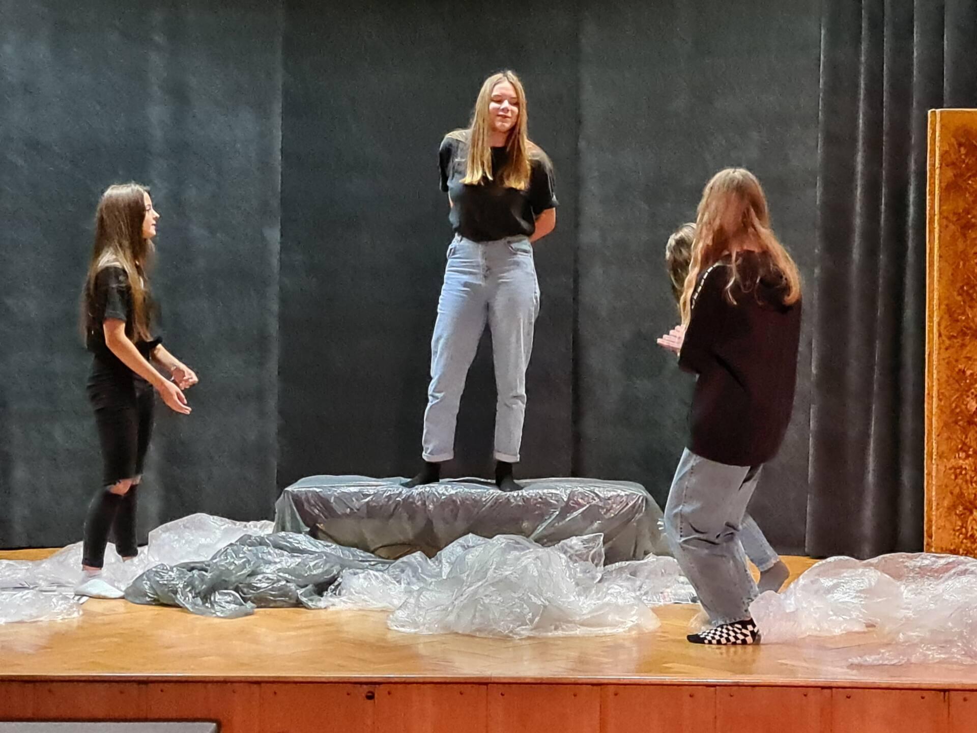 20201020 104020 Zamojskie Premiery Teatralne. Młodzi aktorzy pokazali swoje umiejętności [FOTORELACJA]
