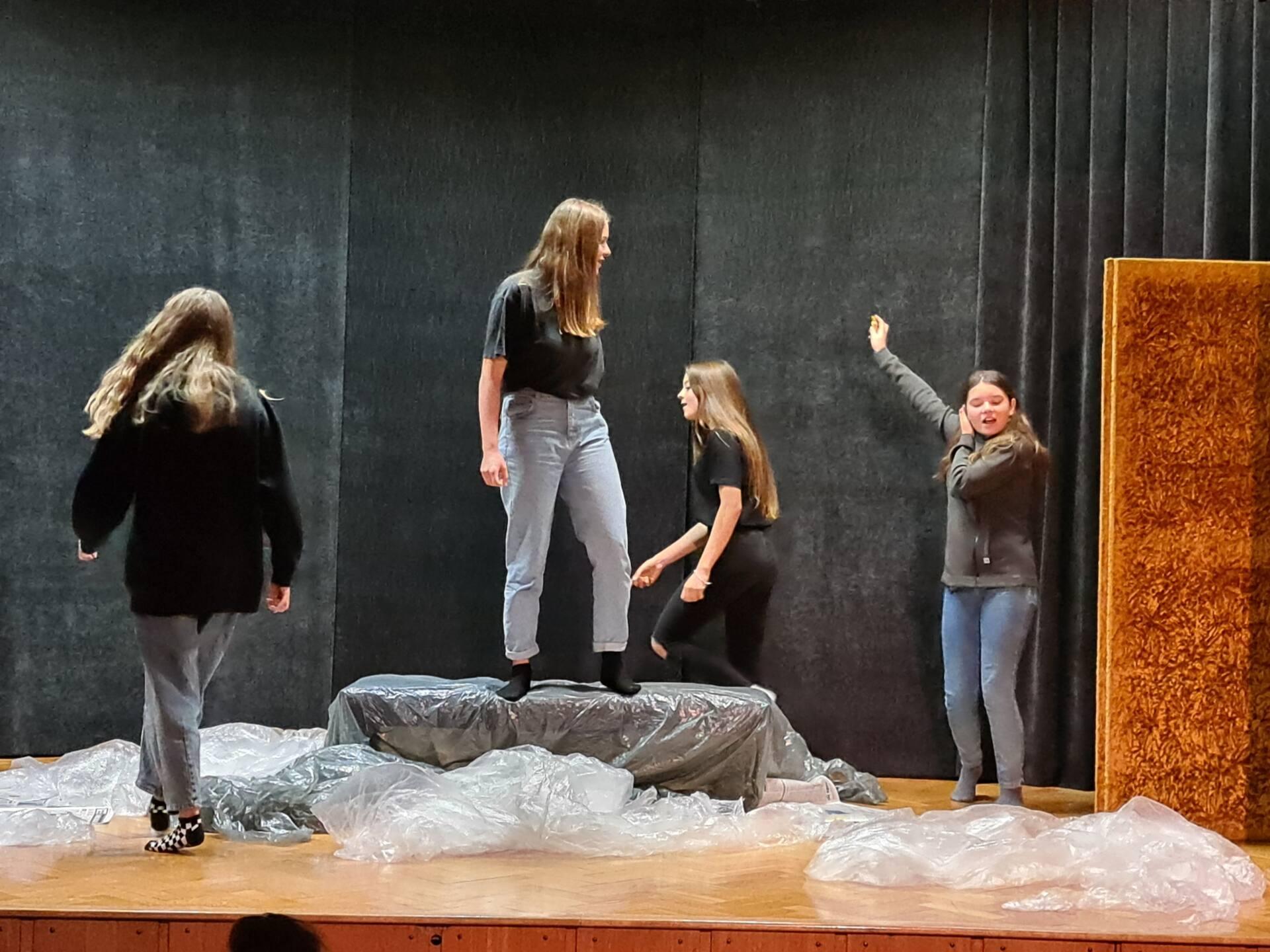 20201020 104033 Zamojskie Premiery Teatralne. Młodzi aktorzy pokazali swoje umiejętności [FOTORELACJA]