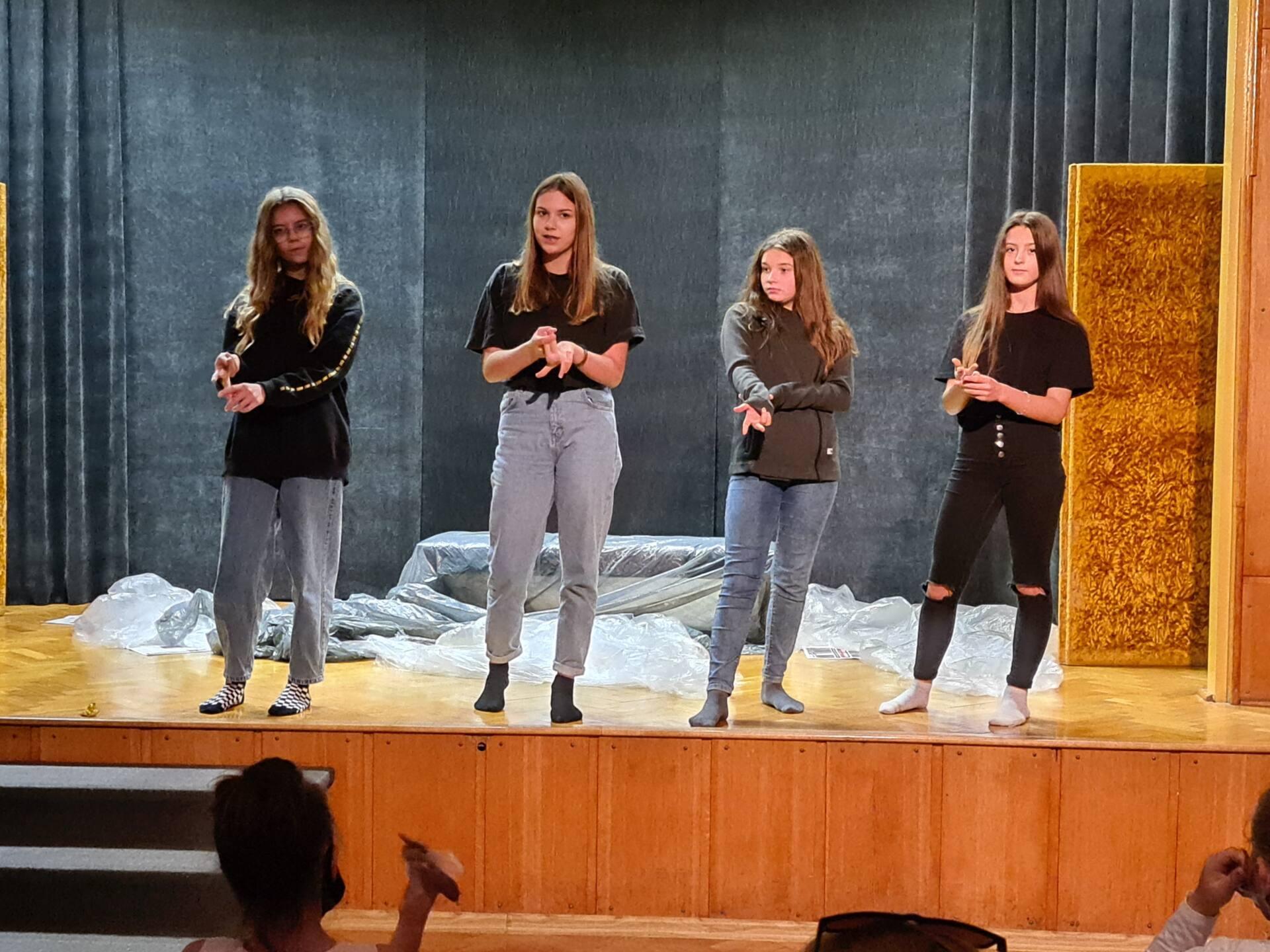 20201020 104320 Zamojskie Premiery Teatralne. Młodzi aktorzy pokazali swoje umiejętności [FOTORELACJA]
