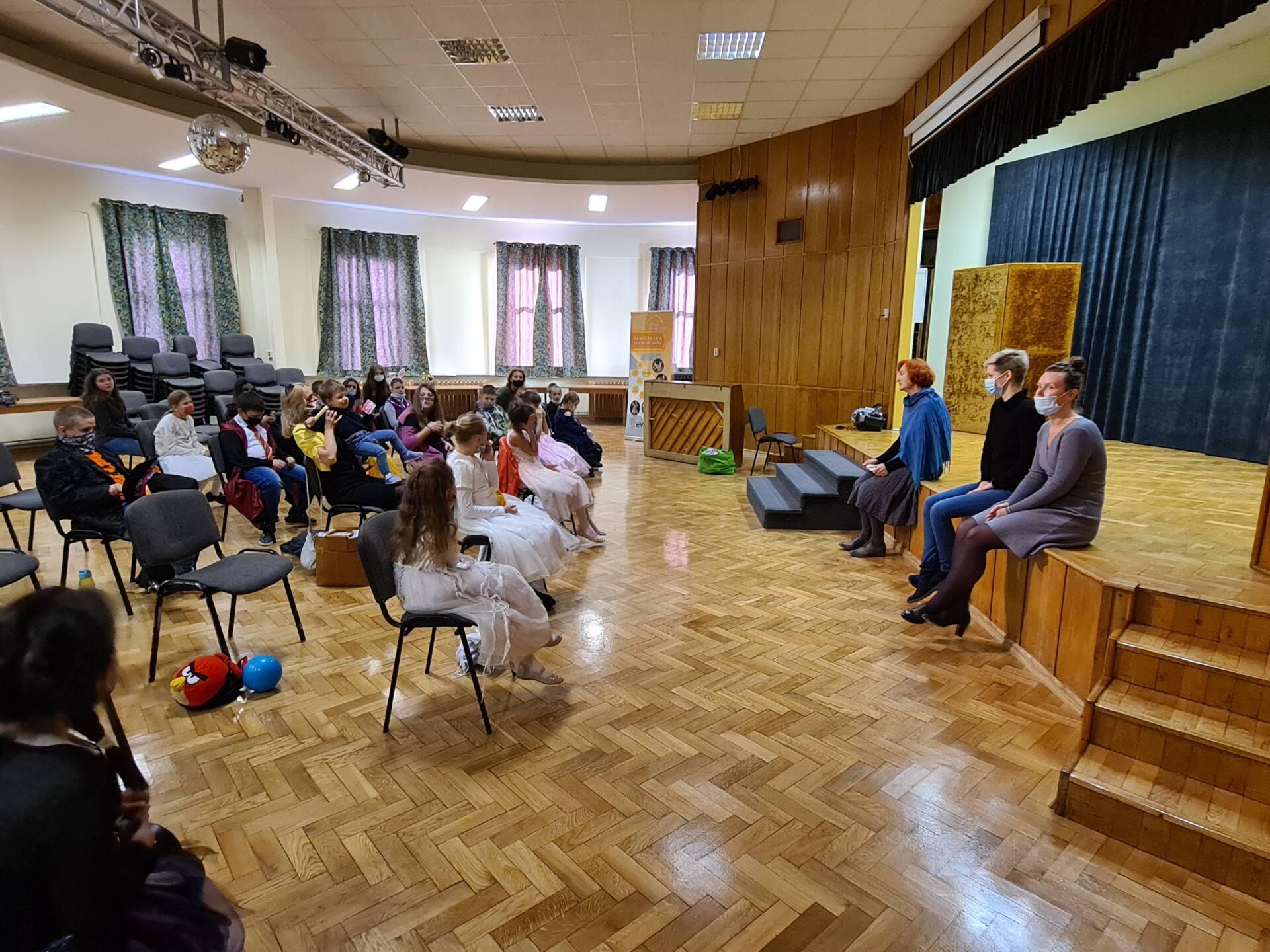 20201020 105527 Zamojskie Premiery Teatralne. Młodzi aktorzy pokazali swoje umiejętności [FOTORELACJA]