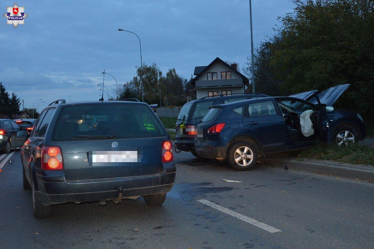 68 176678 ZAMOŚĆ: Groźny wypadek z udziałem trzech aut