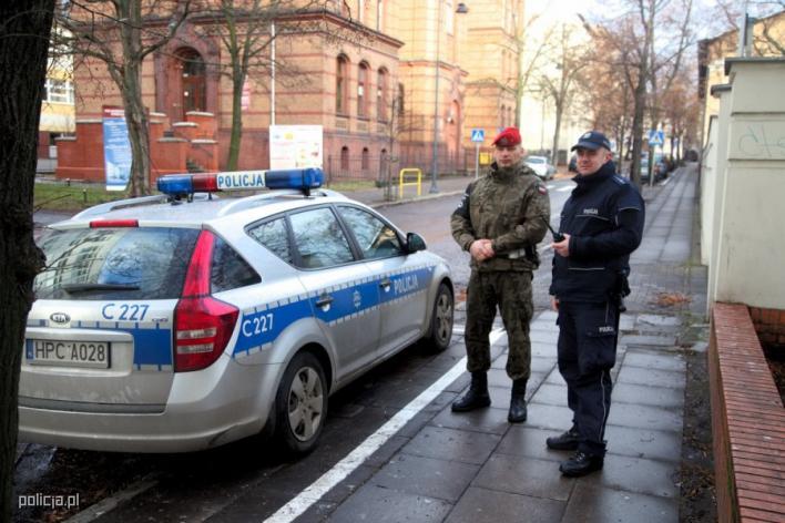840 472 matched qitnl0 zwipolicja Żandarmeria Wojskowa pomoże policji w
