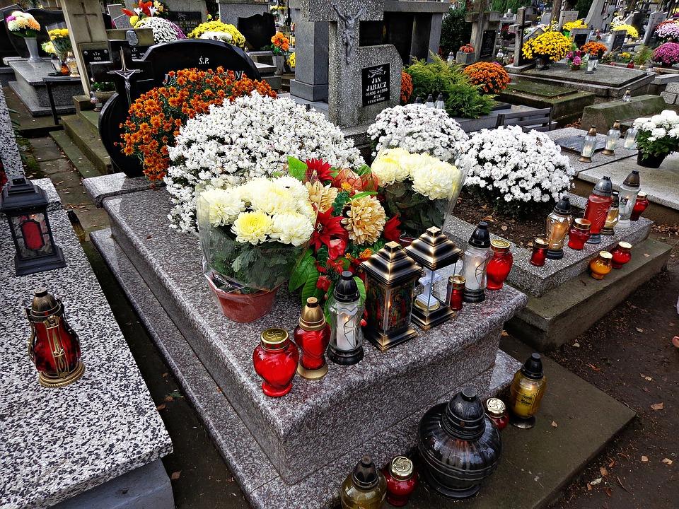 cemetery 1788444 960 720 Wszystkich Świętych. Rząd rozważa wprowadzenie dodatkowych dni wolnych od pracy