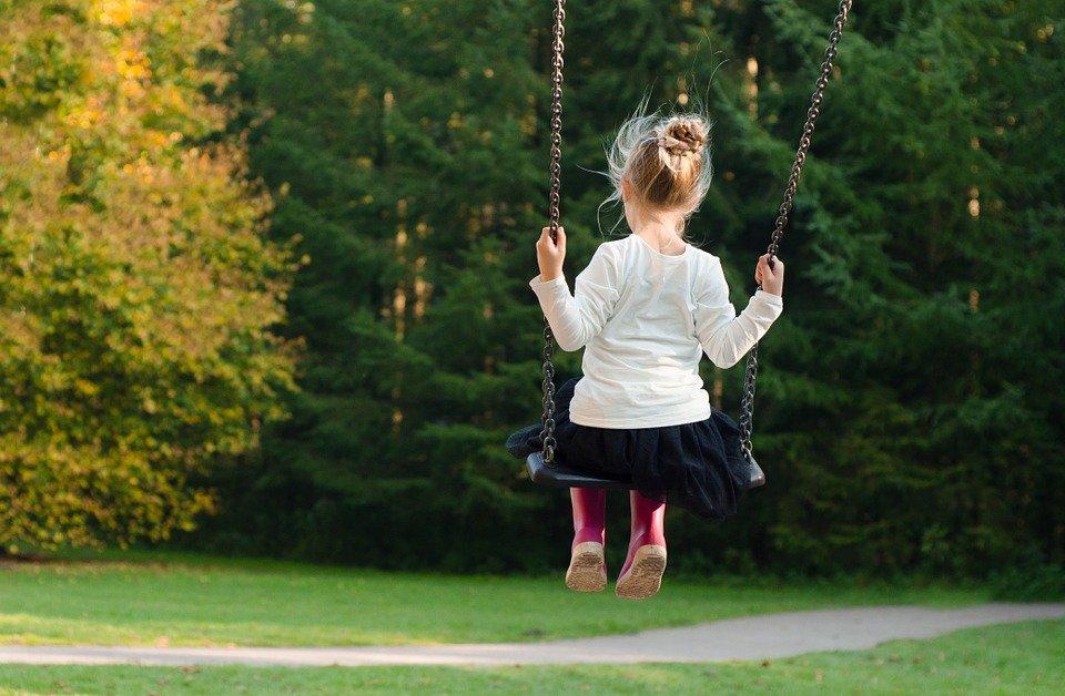 girl 996635 960 720 Miasto ogłasza nabór na stanowisko Dyrektora Rodzinnego Domu dla Dzieci w Zamościu.