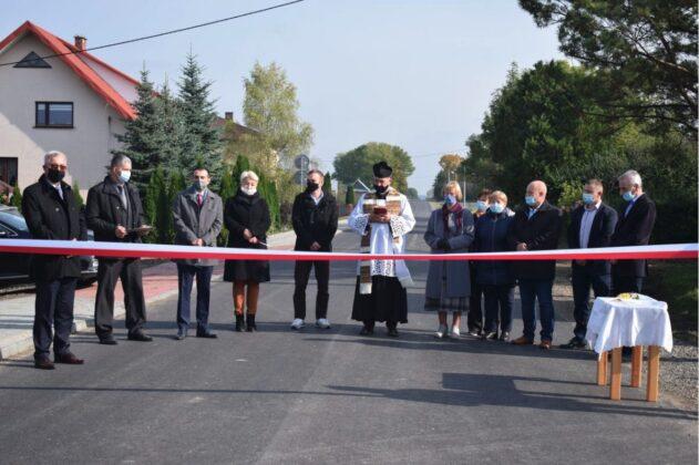 zrzut ekranu 2020 10 21 o 11 33 15 Powiat Zamojski. Przybyły kolejne kilometry zmodernizowanych dróg.