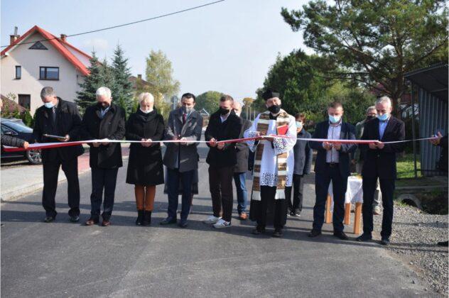 zrzut ekranu 2020 10 21 o 11 33 39 Powiat Zamojski. Przybyły kolejne kilometry zmodernizowanych dróg.