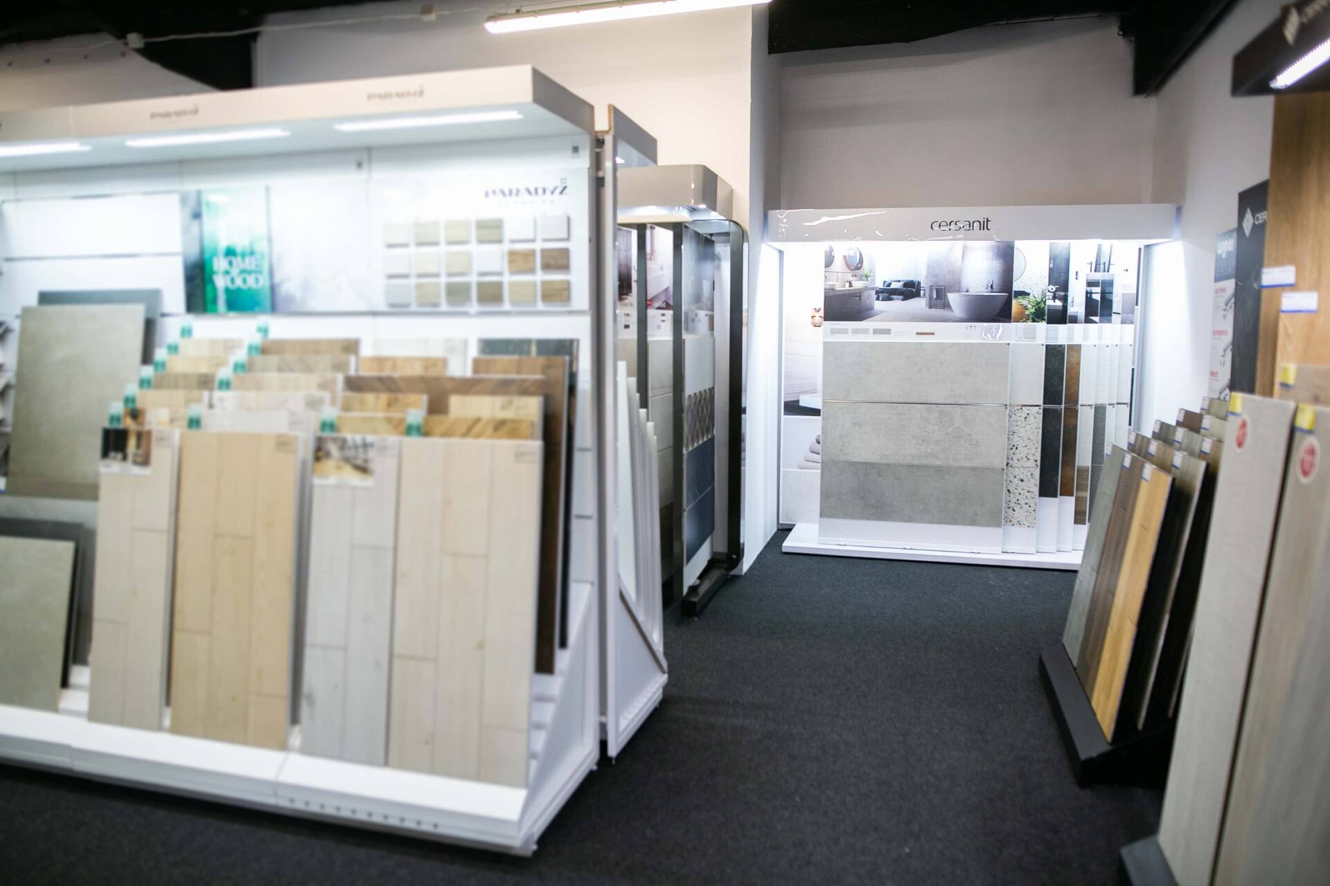 5db 5589 Salon BLU: na ponad 500 m2., 36 łazienkowych aranżacji i bogata ekspozycja wyposażenia (zdjęcia)
