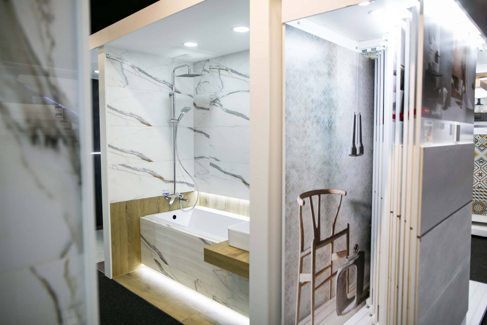 5db 5593 Salon BLU: na ponad 500 m2., 36 łazienkowych aranżacji i bogata ekspozycja wyposażenia (zdjęcia)