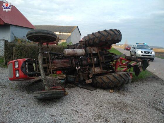 68 177332 Traktor wylądował w rowie.