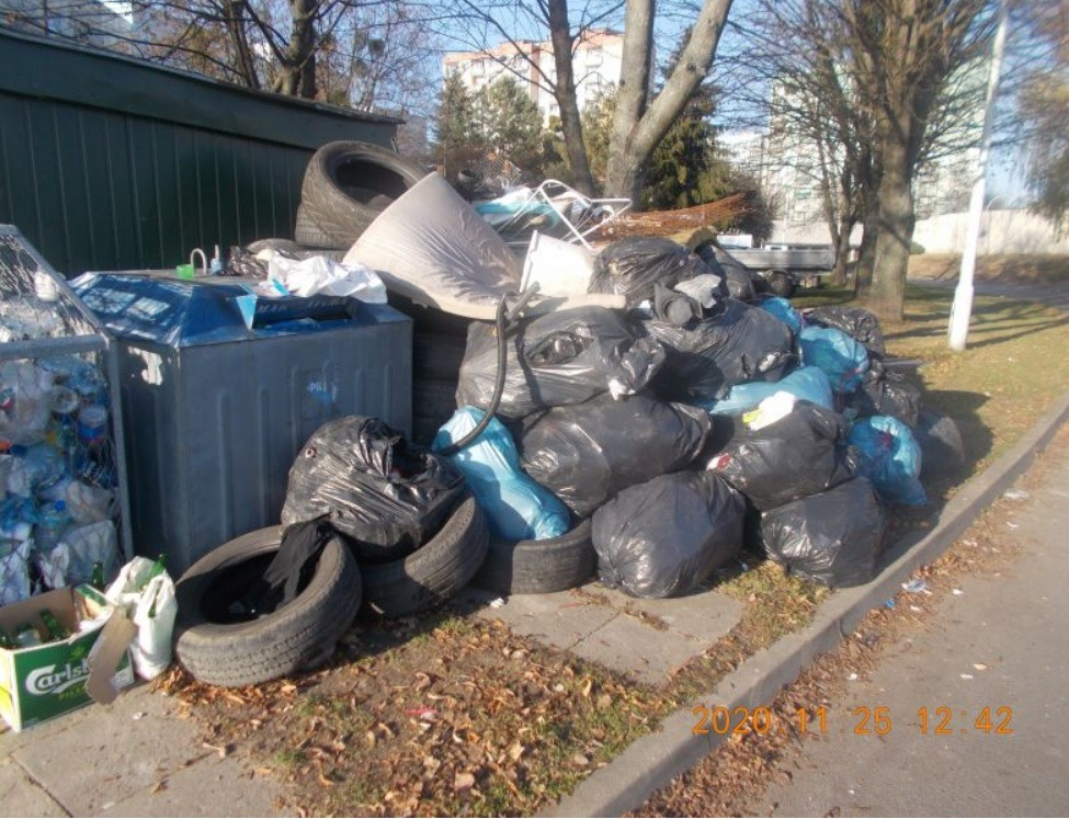 beztytulu 2 ZAMOŚĆ: Podrzucił na osiedle stertę śmieci. Nie uszło mu to na sucho
