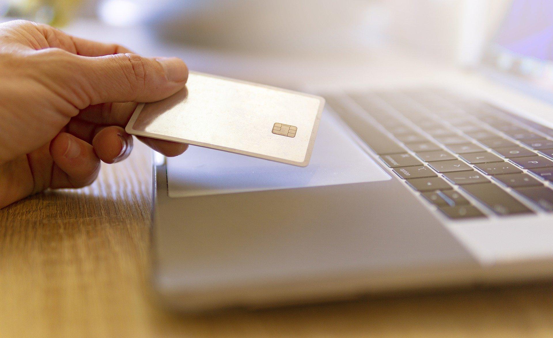 cyber monday 5463567 1920 ZAMOŚĆ: Kupiła przez Internet laptopa, dostała tylko... kopertę z gwarancją