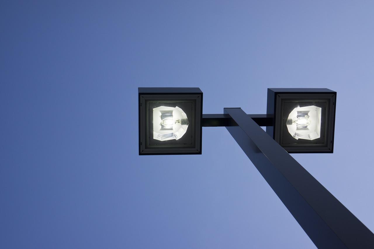 street lamp 238521 1280 Dobre wieści! Zamość otrzymał 1,3 mln zł na nowoczesne oświetlenie LED!