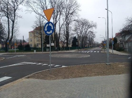 131004954 1060040694463219 3708920519037293351 n ZAMOŚĆ: Mini - rondo przy SP nr 7 już gotowe.