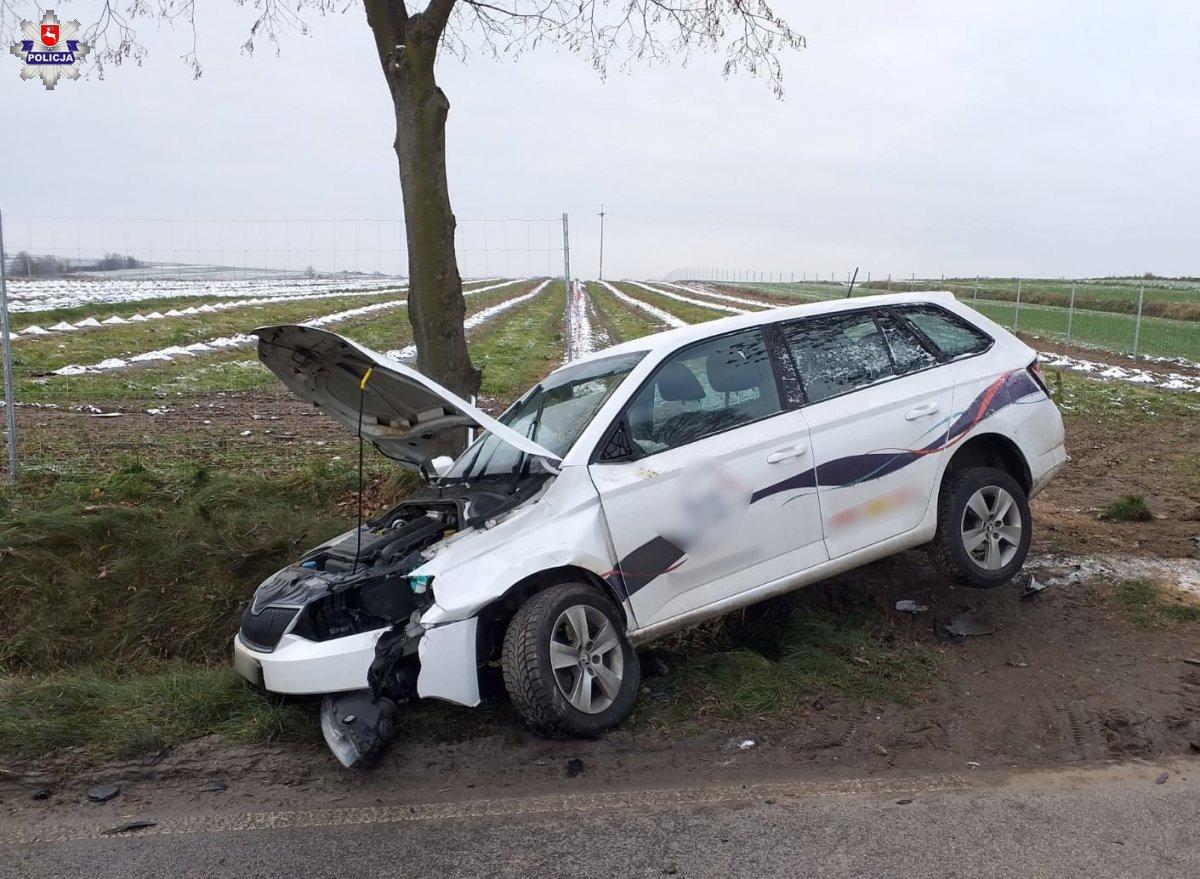 68 177853 Zderzenie auta z łosiem. Ranny mężczyzna trafił do szpitala