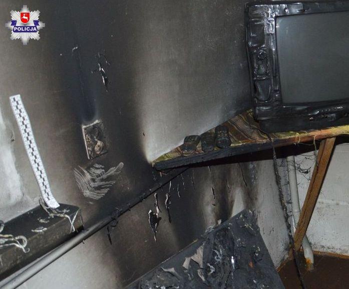 68 179063 ZAMOŚĆ: Nocny pożar domu. Jedną osobę uratowano, druga nie żyje