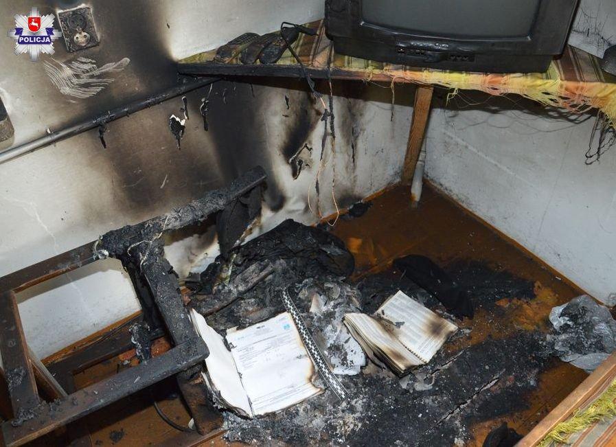 68 179064 ZAMOŚĆ: Nocny pożar domu. Jedną osobę uratowano, druga nie żyje