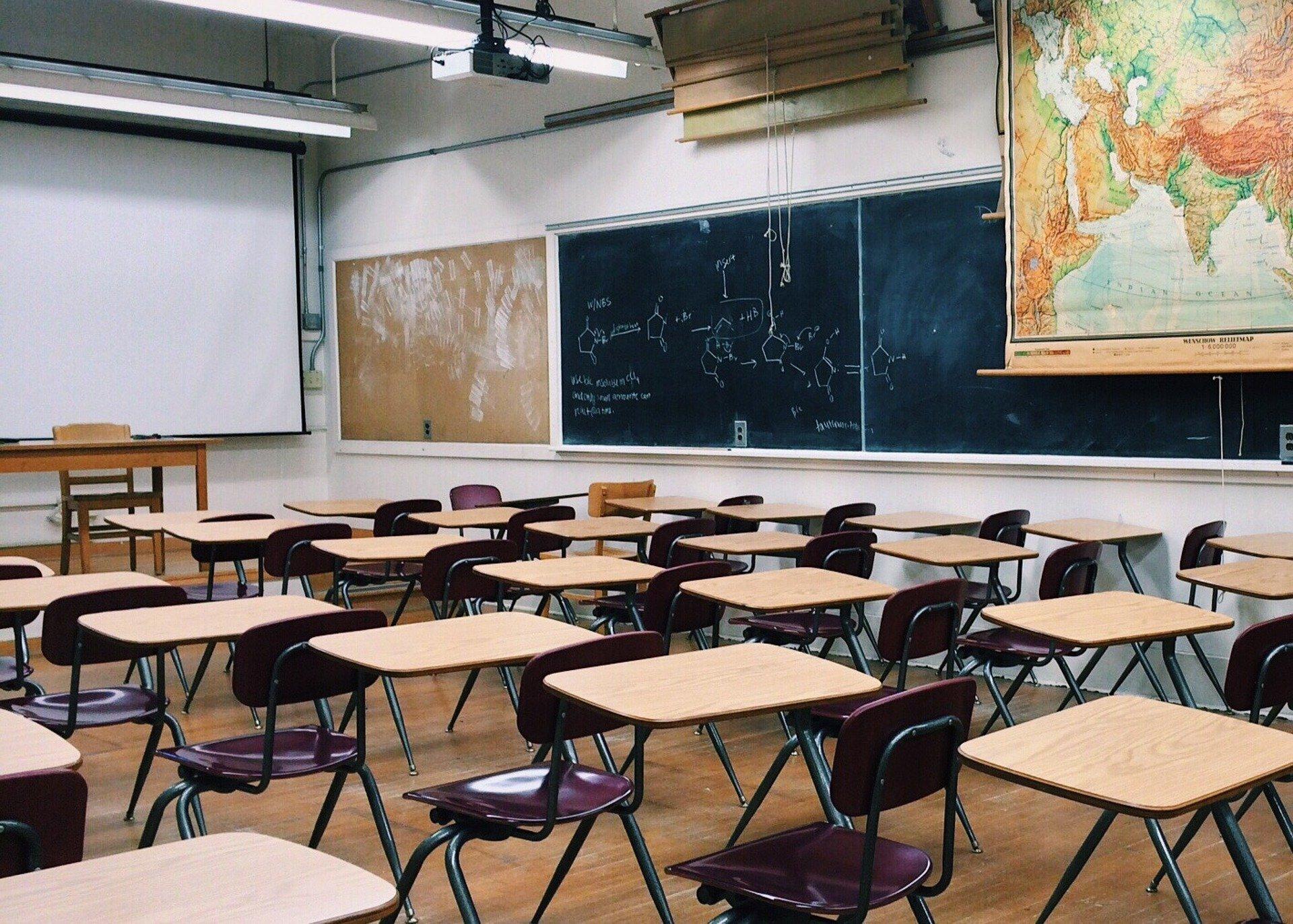 classroom 2093744 1920 ZAMOŚĆ: Stypendia Marszałka dla uzdolnionych uczniów SP nr 7