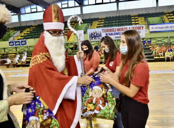 dsc 3942 Jubileuszowa Halówka z Mikołajem