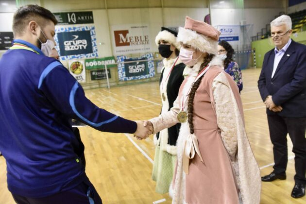 dsc 4100 Jubileuszowa Halówka z Mikołajem