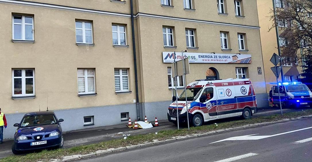 img 5056 ZAMOŚĆ: Dramatyczne zdarzenie. Mężczyzna wypadł z okna. Zginął na miejscu