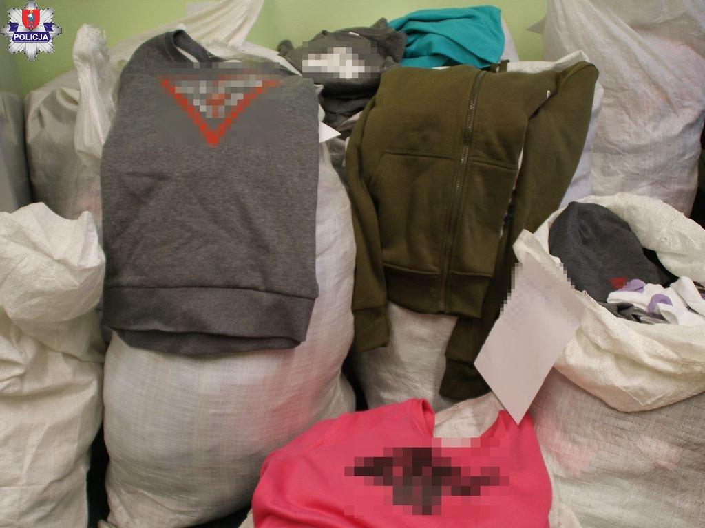 361 180361 Sprzedawała na giełdzie w Mokrem podrabianą odzież