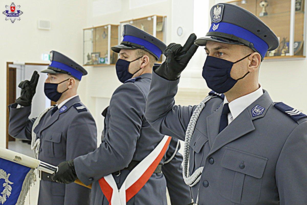 68 179913 Mamy nowych policjantów. 49 nowych funkcjonariuszy złożyło ślubowanie. [ZDJĘCIA]