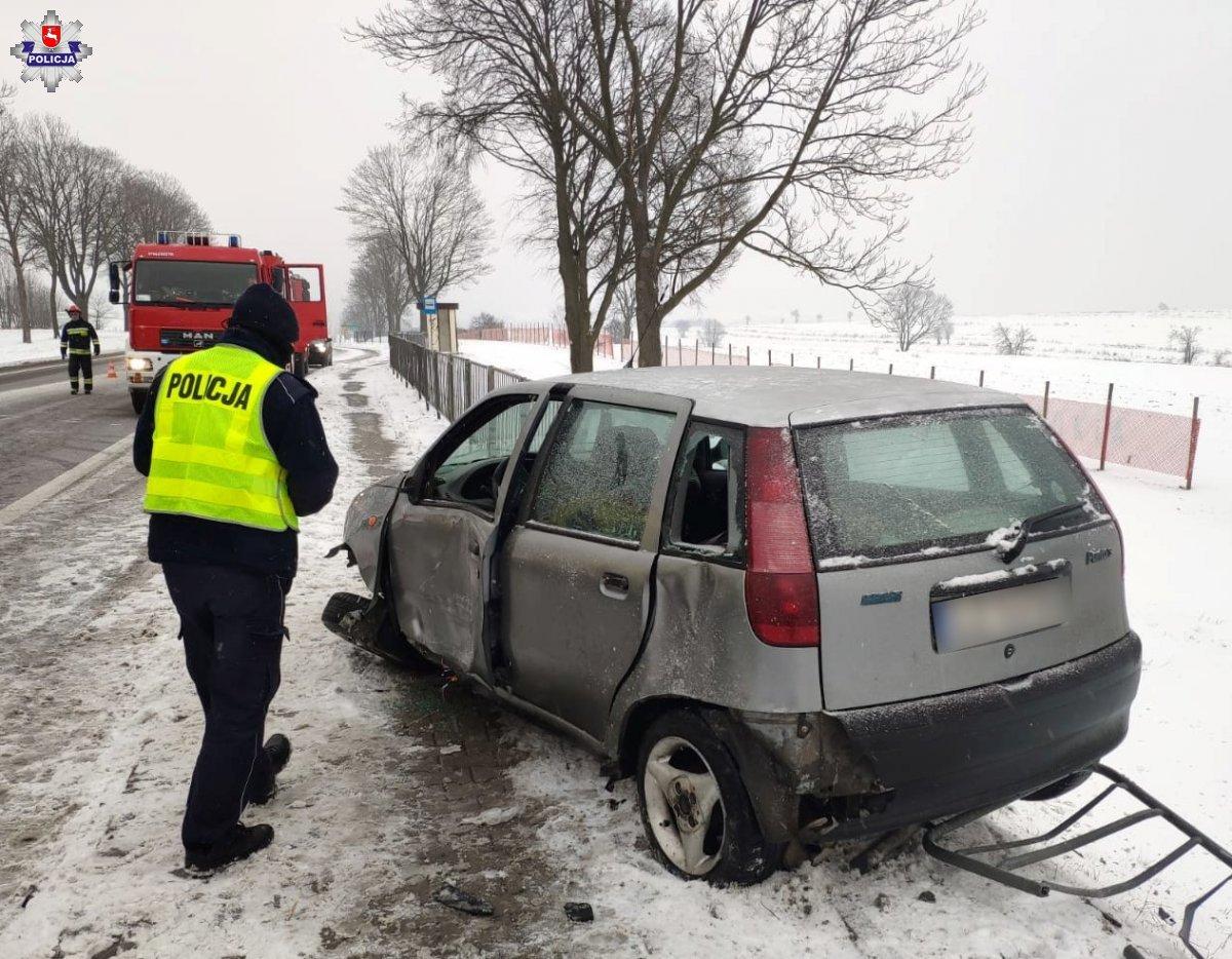 68 180226 Poważny wypadek z udziałem dwóch ciężarówek. Kierowca zakleszczony w samochodzie