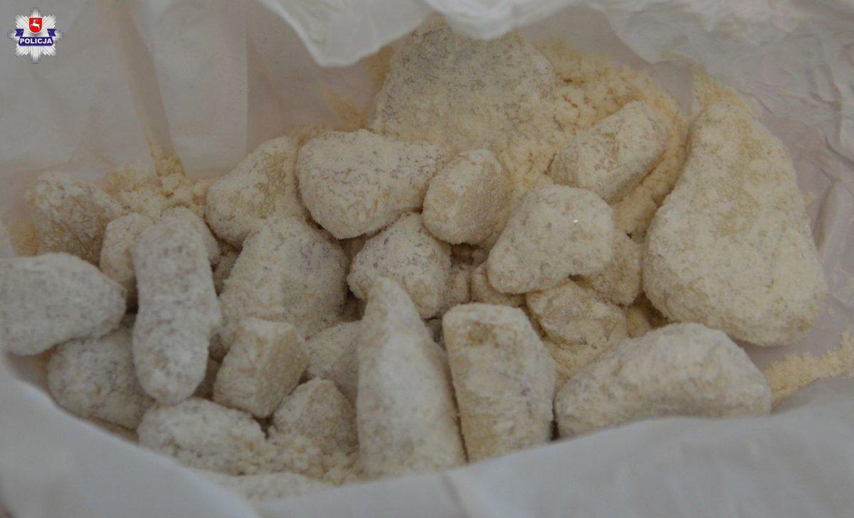 68 180498 Narkotyki schował w poduszce.