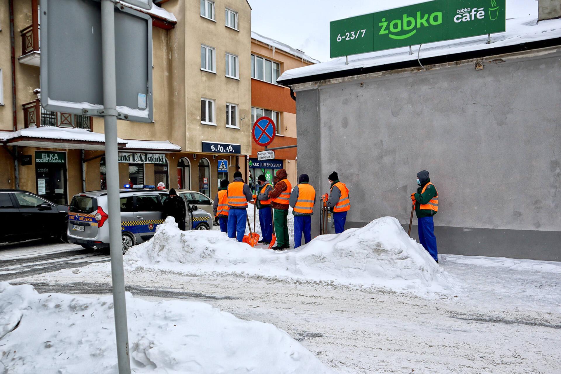 150404913 2791373077816859 417516912474841594 o Hrubieszów: Więźniowie odśnieżali miasto