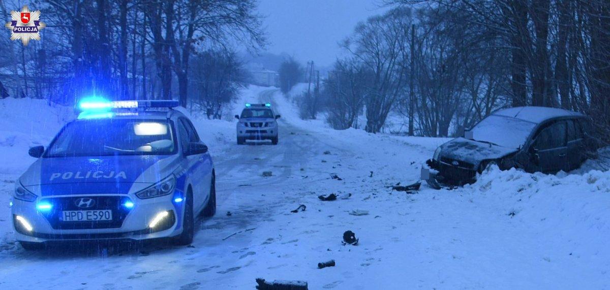 68 181274 Czołowe zderzenie BMW i forda. 32-latka w szpitalu