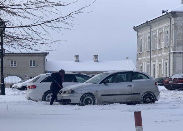 img 6579 ZAMOŚĆ: Obfite opady śniegu. Fatalne warunki na osiedlach i parkingach [ZDJĘCIA]
