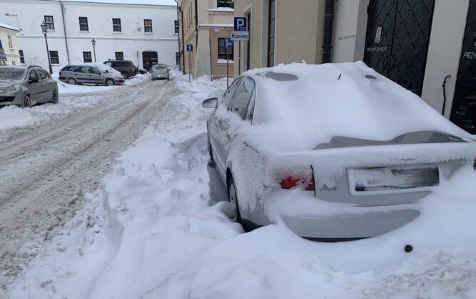 img 6580 ZAMOŚĆ: Obfite opady śniegu. Fatalne warunki na osiedlach i parkingach [ZDJĘCIA]